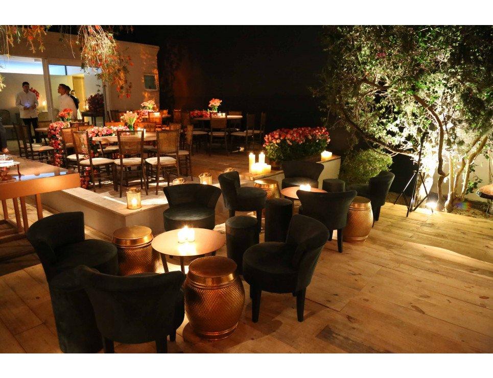 Poltrona Mignon Veludo Cinza, Garden Seat Dubai, Pufe Tamborete Camurça Fendi e Cadeira Pandoro